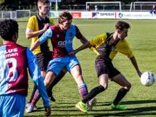 FC Zutphen blijft fier aan kop, doelpuntrijk spektakelstuk tussen EGVV en Deventer