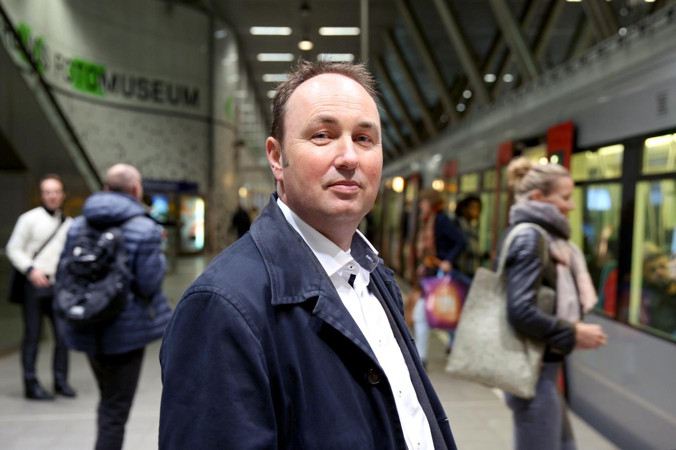 Directeur Maurice Unck van de RET maakt zich boos om spugers en zwartrijders in het ov