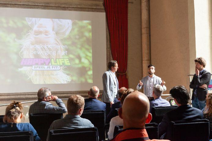 De lancering van Happy Life tijdens een bijeenkomst in juni 2019. Pieter van den Hoogenband was ambassadeur van het project.