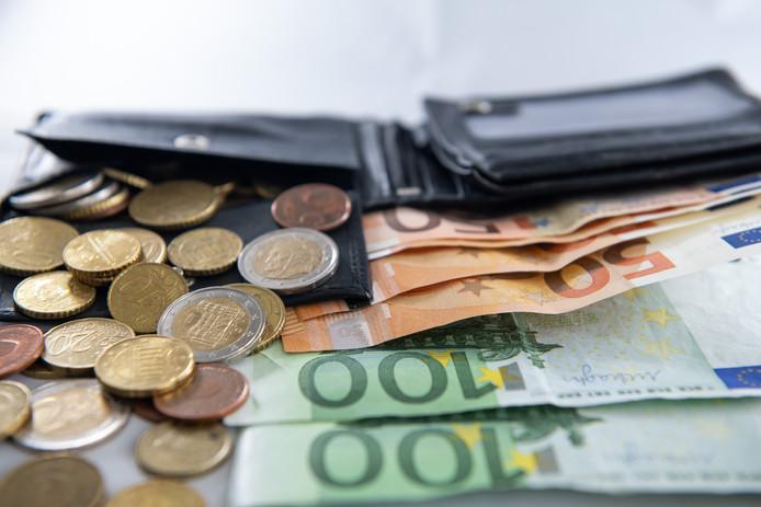 Een portemonnee met geld