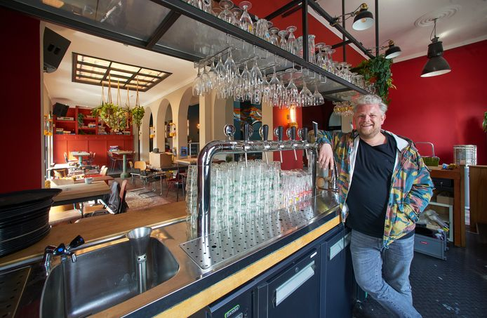 Roel Jordaans in de nieuwe brasserie in de Groene Engel te Oss.