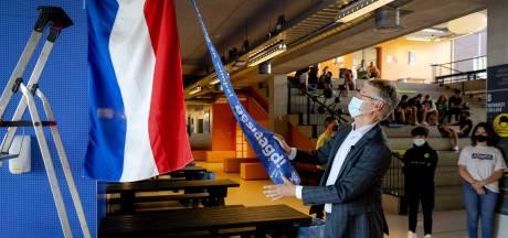 De vlag kan uit bij geslaagde leerlingen, minister Slob spreekt van 'heel bijzonder jaar'