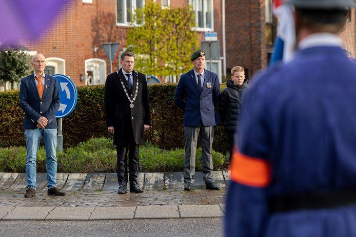 Burgemeester Bouke Arends bij de Dodenherdenking in Monster.
