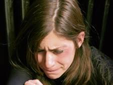 Een fragiele vrouw slaan mag niet, terugtrappen met stalen neuzen ook niet