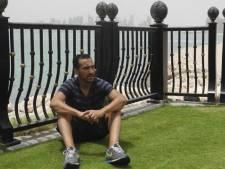 Qatarese club laat voetballer met gezin op straat slapen
