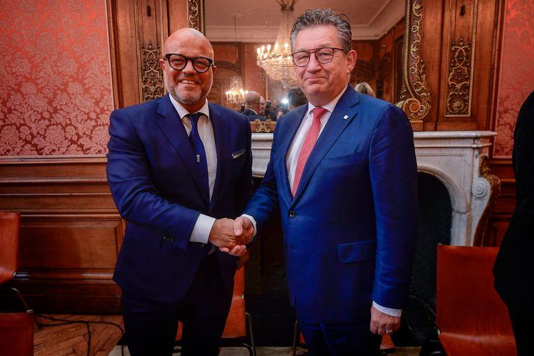 Club-voorzitter Bart Verhaeghe en burgemeester Dirk De fauw.