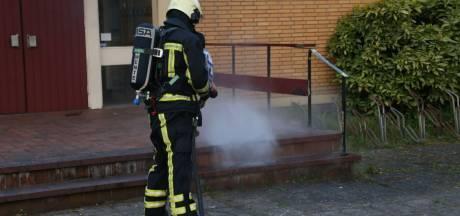 Stuk plastic vat vlam bij bedrijf in Losser