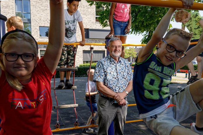 Jan Peters neemt afscheid als directeur van basisschool De Bussel.