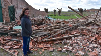 """Storm blaast oude schuur omver: """"We wilden die volledig zelf renoveren om er onze woning van te maken. En nu ligt alles plat..."""""""