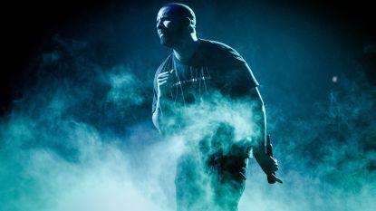 Drake bezorgt kamermeisje de dag van haar leven door haar 10.000 dollar aan cadeaus te geven