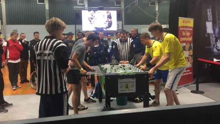 Rechts Raoul Chamuleau en Thijs van Schijndel tijdens de finale Beeld Club Foos
