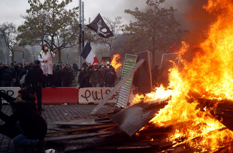 Op de Place d'Italie liep de situatie uit de hand. Beeld EPA