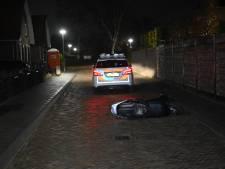 19-jarige Wijchenaar valt van snorfiets als politie hem stopteken wil geven; rijbewijs ingenomen na blaastest