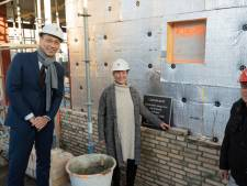 Eerste steen gelegd bij woonzorgcomplex Leonardushof in Wouw: 'Verrijking voor het dorp'