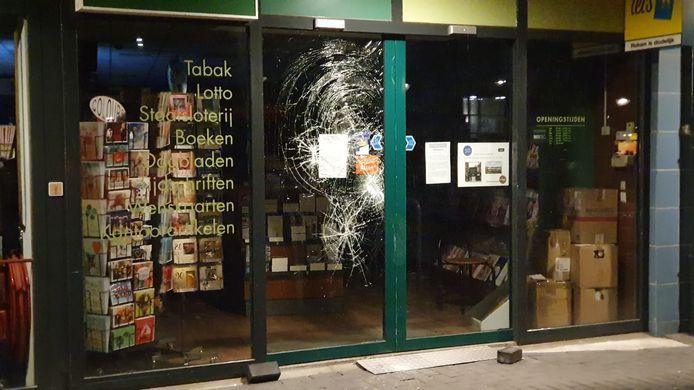 Ruiten ingeslagen bij Readshop in Breda.