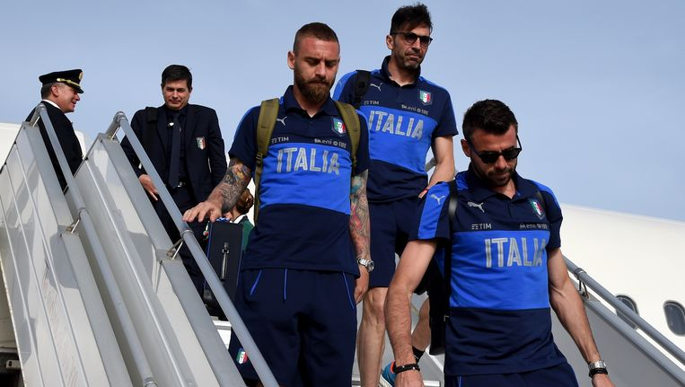 Daniele De Rossi, Gianluigi Buffon en Andrea Barzagli landen op Malta voor een korte stage Beeld Getty Images
