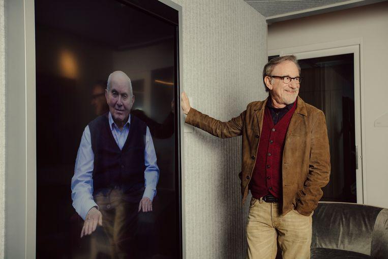 Steven Spielberg 'in gesprek met' Pinchas Gutter, een Poolse overlevende van de Holocaust.  Beeld NYT - ROZETTE RAGO