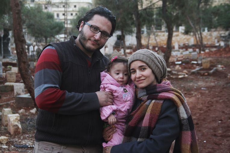 Waad al-Kateab  met echtgenoot Hamza en dochter Sama, een beeld uit de documentaire. Beeld -