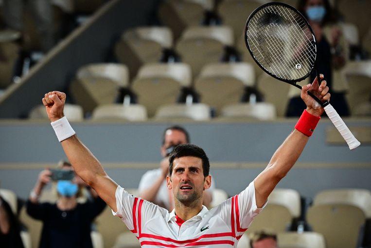Novak Djokovic viert zijn overwinning op concurrent Rafael Nadal. Beeld AFP