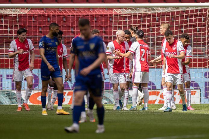 Teleurstelling bij de spelers van VVV en feest bij Ajax.