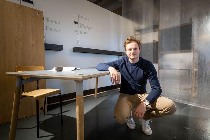 Thomas De Jonckheer toont zijn tafel