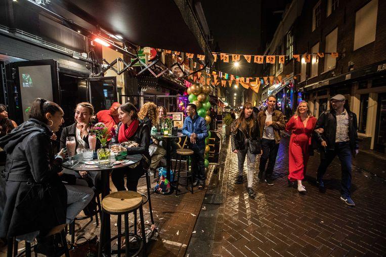 Drukte tijdens een uitgaansavond in de Korte Leidsedwarsstraat. Beeld ANP