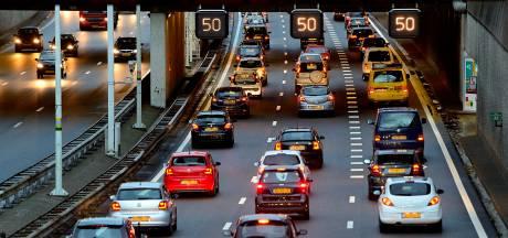 Ongeluk op A28 zorgt voor urenlange afsluiting rijstrook en vertraging tussen 't Harde en Zwolle (maar inmiddels is de weg weer vrij)