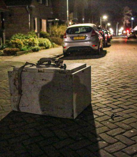 Mysterie: loodzware kluis ligt urenlang midden op straat