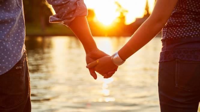 Wel seks en affectie, niet het relatielabel. Relatietherapeut legt uit wat de voor- en nadelen zijn van een 'situationship'