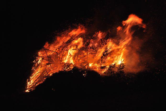 Kerstbomen verbranden in wijk Stroom Esch in Borne vorig jaar. Maar dit jaar dus niet.