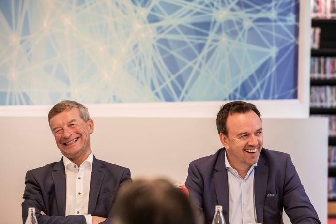 Bilzen heeft een nieuwe bestuursploeg. Johan Sauwens van Trots op Bilzen en Bruno Steegen van Beter Bilzen hebben na tien dagen onderhandelen in het kasteel van Schoonbeek een bestuursakkoord gesloten. En na de spanningen voor en na de verkiezingen van oktober 2018 konden de twee tenoren nog lachen.