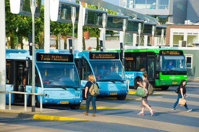 Hedgehog Applications wil elektrische stadsbussen in Apeldoorn laten rijden op stroom uit remenergie van treinen. De uitvinding heeft op 10 mei een internationale prijs gekregen.