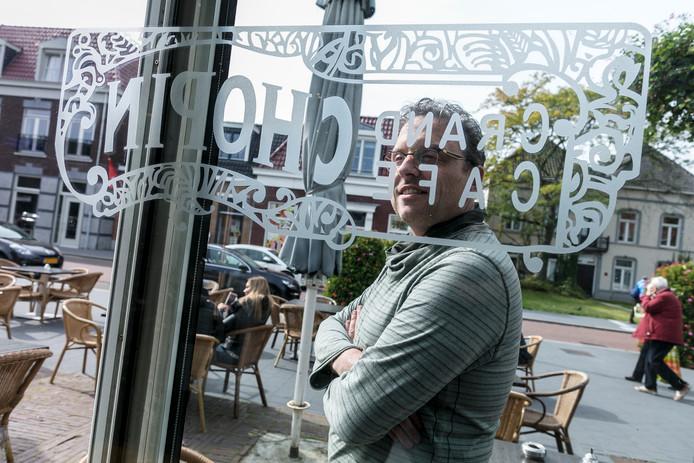 Gertjan Bekkers moet noodgedwongen de deuren van grand caféŽ Chopin in Vught sluiten.
