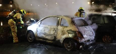 Brandweer rukt uit voor autobrand aan Platanendreef in Nootdorp