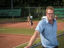 Tennissers in Hattem worden baas op eigen park en regelen in het vervolg zelf het onderhoud