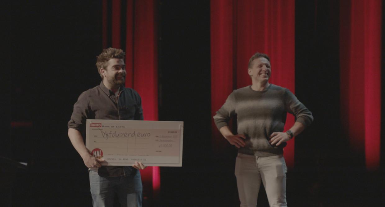 'De container cup' wint de Ha! van Humo. Guy Mortier: ''De container cup' is een programma van Pedro Elias en Wesley Sonck, genoemd naar de bh-maat van zijn dochter.'  Beeld Humo