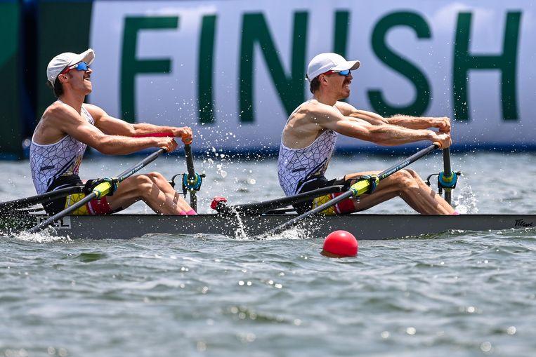 Niels Van Zandweghe en Tim Brys tijdens de halve finale in Tokio. Beeld BELGA