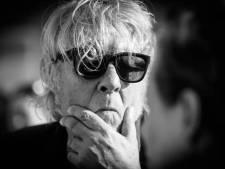 Le chanteur Arno est actuellement hospitalisé