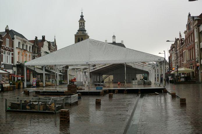 Schaatsbaan in Roosendaal op de Markt, in aanbouw