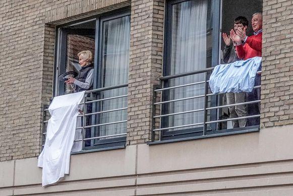 Witte lakens en applaus, in de Langemeersstraat