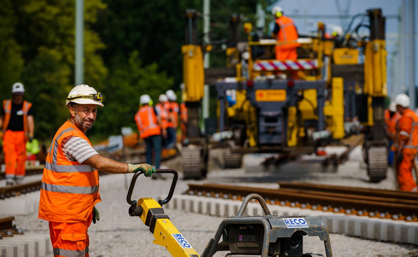Werkzaamheden aan de metrolijn bij Pijnacker.