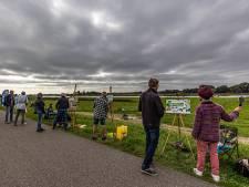 Met tientallen 'zwoegen' op lucht en landschap van  Voermans geliefde IJssel