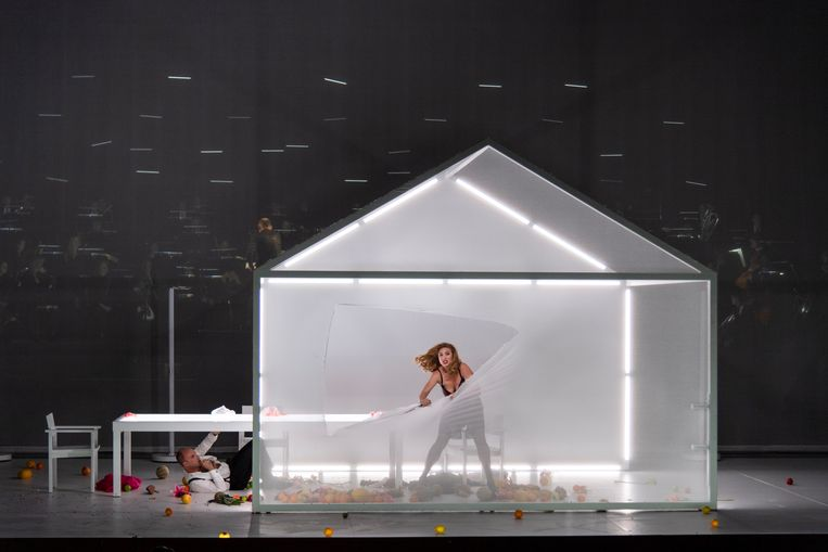 Scène uit Die ersten Menschen bij De Nationale Opera. Beeld Ruth Walz