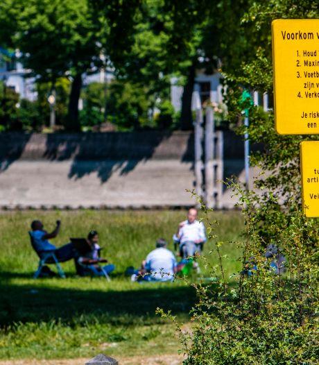 Verbod landtong Deventer ingetrokken, corona-borden uit parken verdwijnen