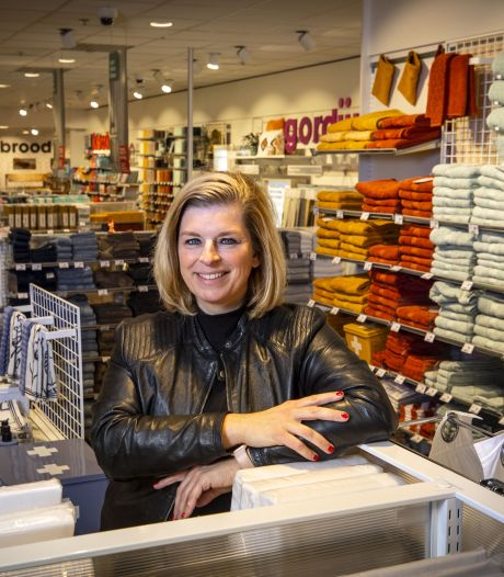 Hema Oldenzaal heeft na 40 jaar geen magazijn meer nodig waar extra sokken zijn opgeslagen