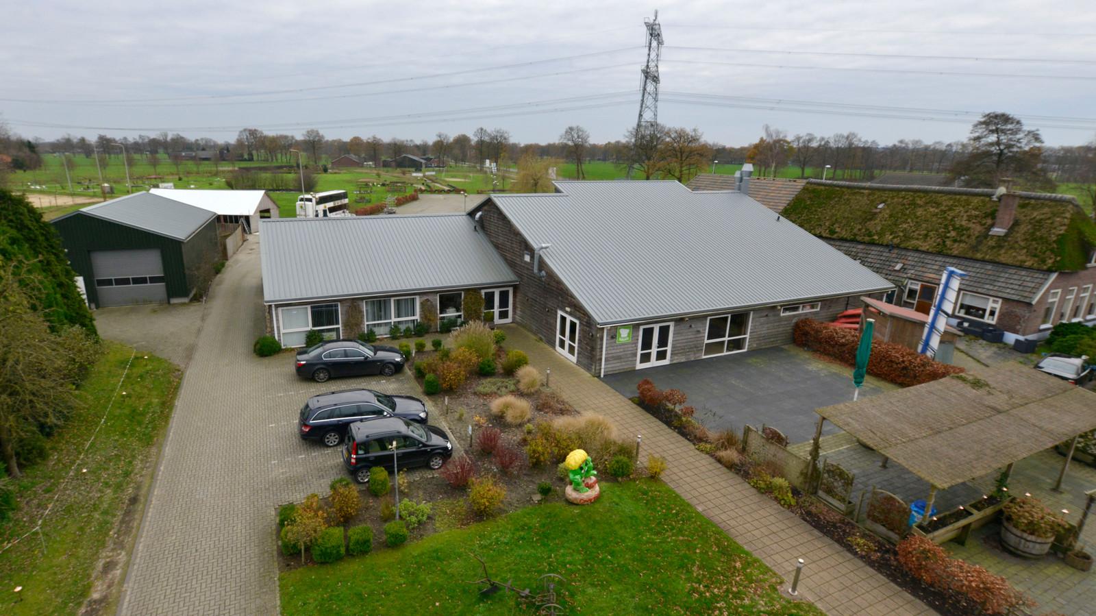 Langs de Ommerweg in de Hellendoornse buurtschap Hancate komt een nieuw partycentrum op de plek van Aktief Overijssel.