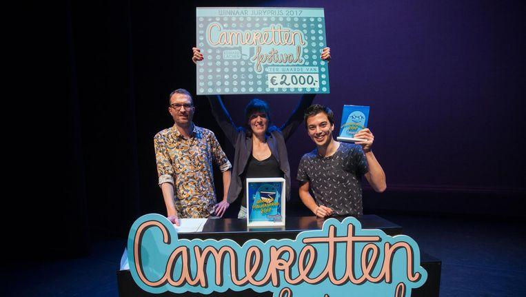Janneke Bijl (M) wint de 52e editie van het Cameretten Festival. VLNR Mark Waumans, Janneke Bijl en Andries Tunru. Beeld anp