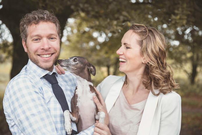 Christiaan en Anne Kaufmann verheugen zich op de boswandelingen met hun windhondje Pablo.
