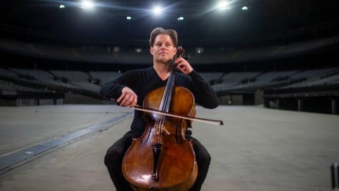 """VIDEO. Eenzame cellospeler brengt ode aan leeg Sportpaleis: """"Deze gebouwen zijn gemaakt voor mensen, niet om leeg te staan"""""""