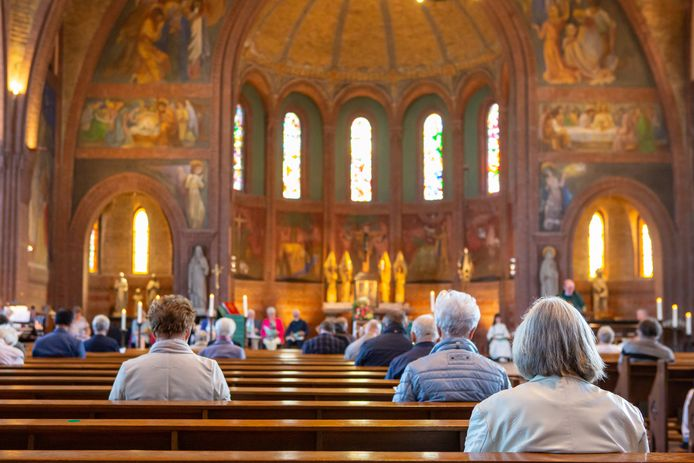 Viering in de Sint Josephkerk in Roosendaal.